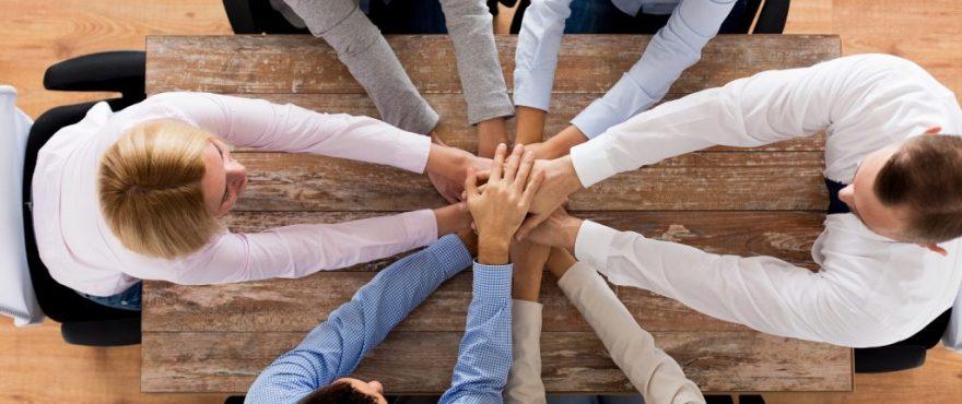 company culture shared identity 1024x700 880x370 - Por que trabalhar em consultoria de TI é tão bom? - salário, estabilidade no trabalho, consultoria de ti, consultoria