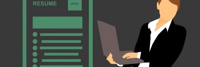 mulher leptop relatório planilha profissional gestão de pessoas recursos humanos