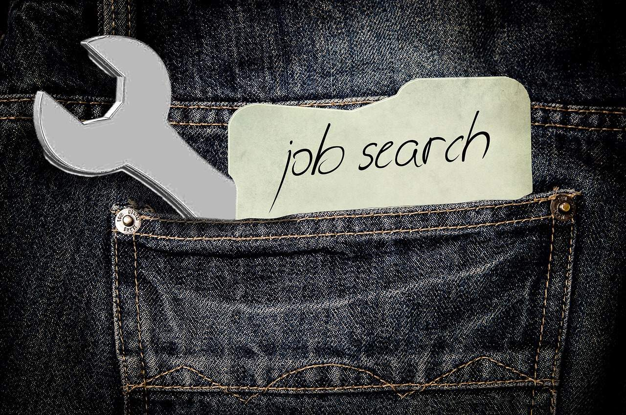bolso job search ferramenta vaga de emprego 300x199 - Entrevista de Emprego em Inglês: 10 Perguntas e Respostas + 4 dicas para fazer bonito