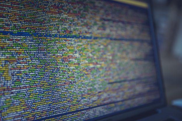 código fonte tela pc notebook programação criatividade 624x416 - 9 Técnicas para estimular a Criatividade no Desenvolvimento de Software