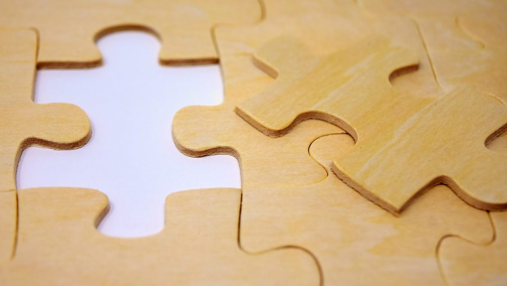 montar peças quebra cabeça 1024x578 - Como fazer uma Descrição de Perfil Profissional no LinkedIn (campo Resumo)