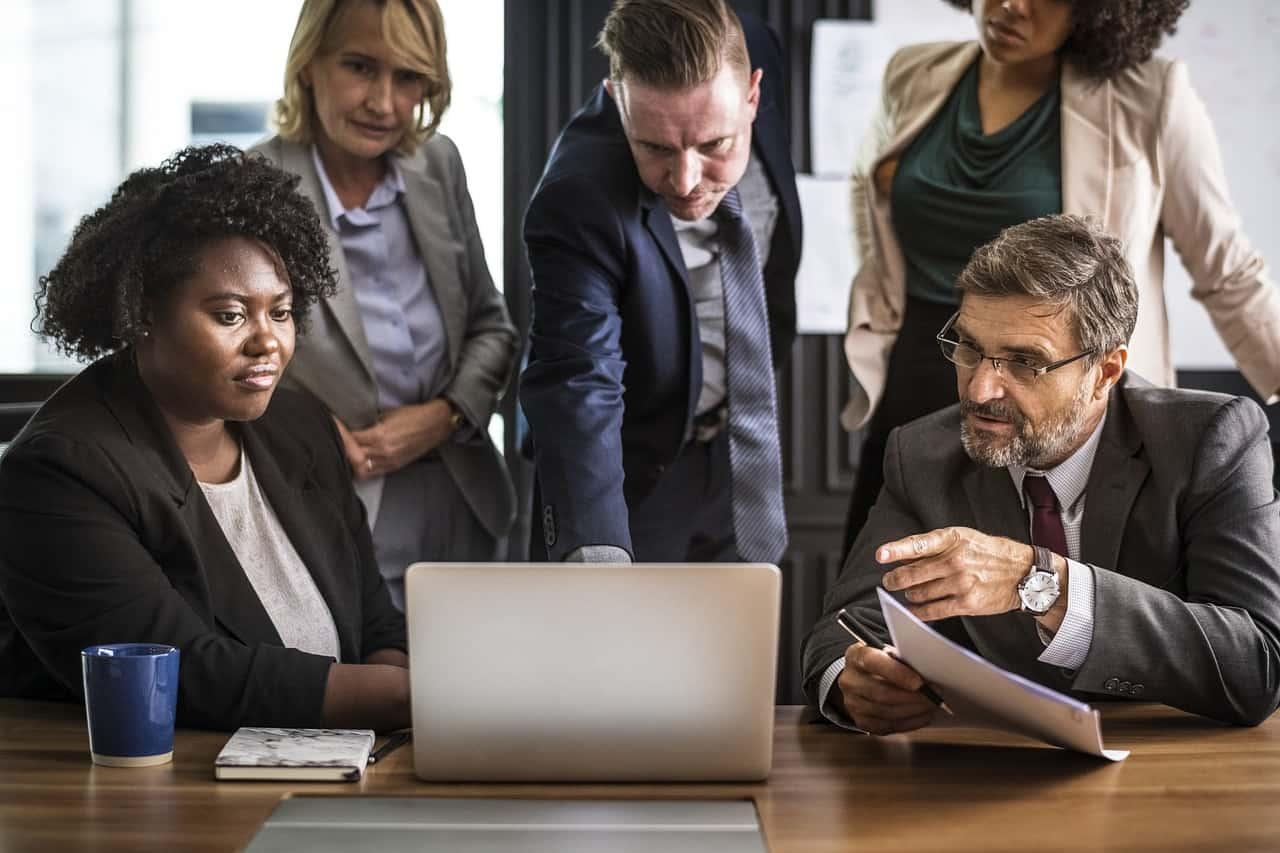transformação digital e a relação entre as pessoas computado notebook empresa startup tela skype video chamada 624x416 - Porque os colaboradores não aceitam a Transformação Digital