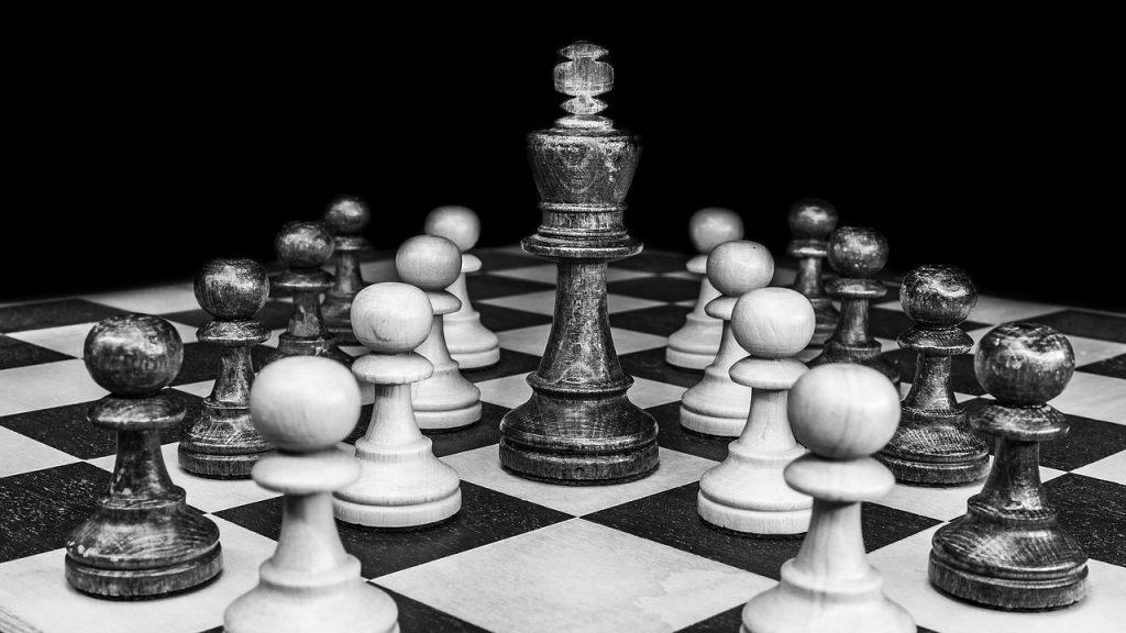 recomendação no linkedin peças xadres dama rei 1024x576 - Como pedir Recomendação no LinkedIn