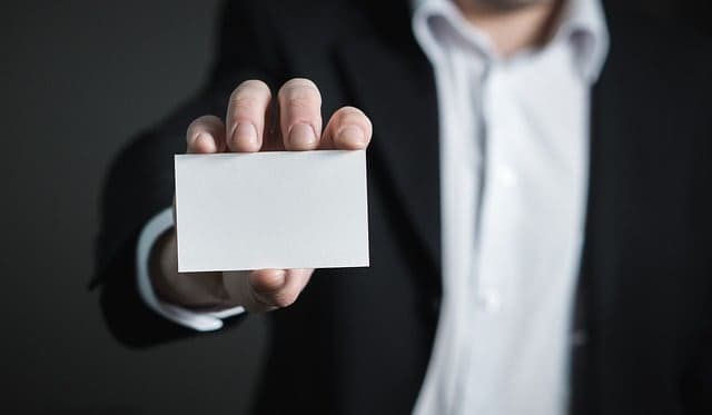 homem terno identidade Como conseguir emprego após os 40 anos - A Principal dica para Conseguir Emprego após os 40 anos -