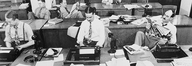 preto e branco escritório computador máquina de escrever datilografia Como conseguir emprego após os 40 anos 640x221 - Home -