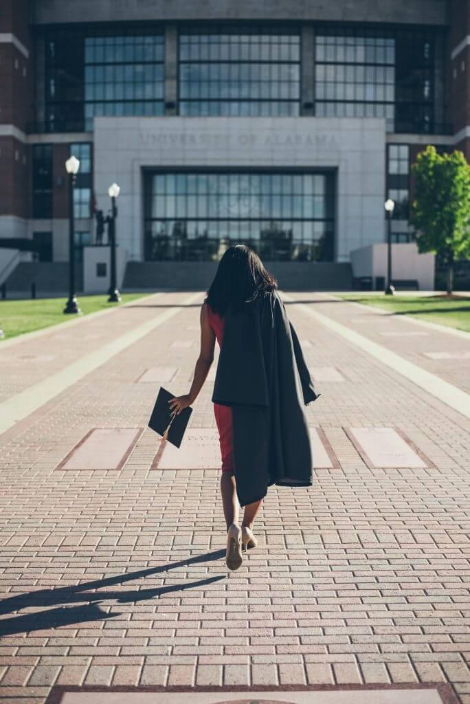 estagiária faculdade mulheres na tecnologia 684x1024 - Mulheres na Tecnologia: dados recentes e projetos que incentivam o aumento do público feminino na TI